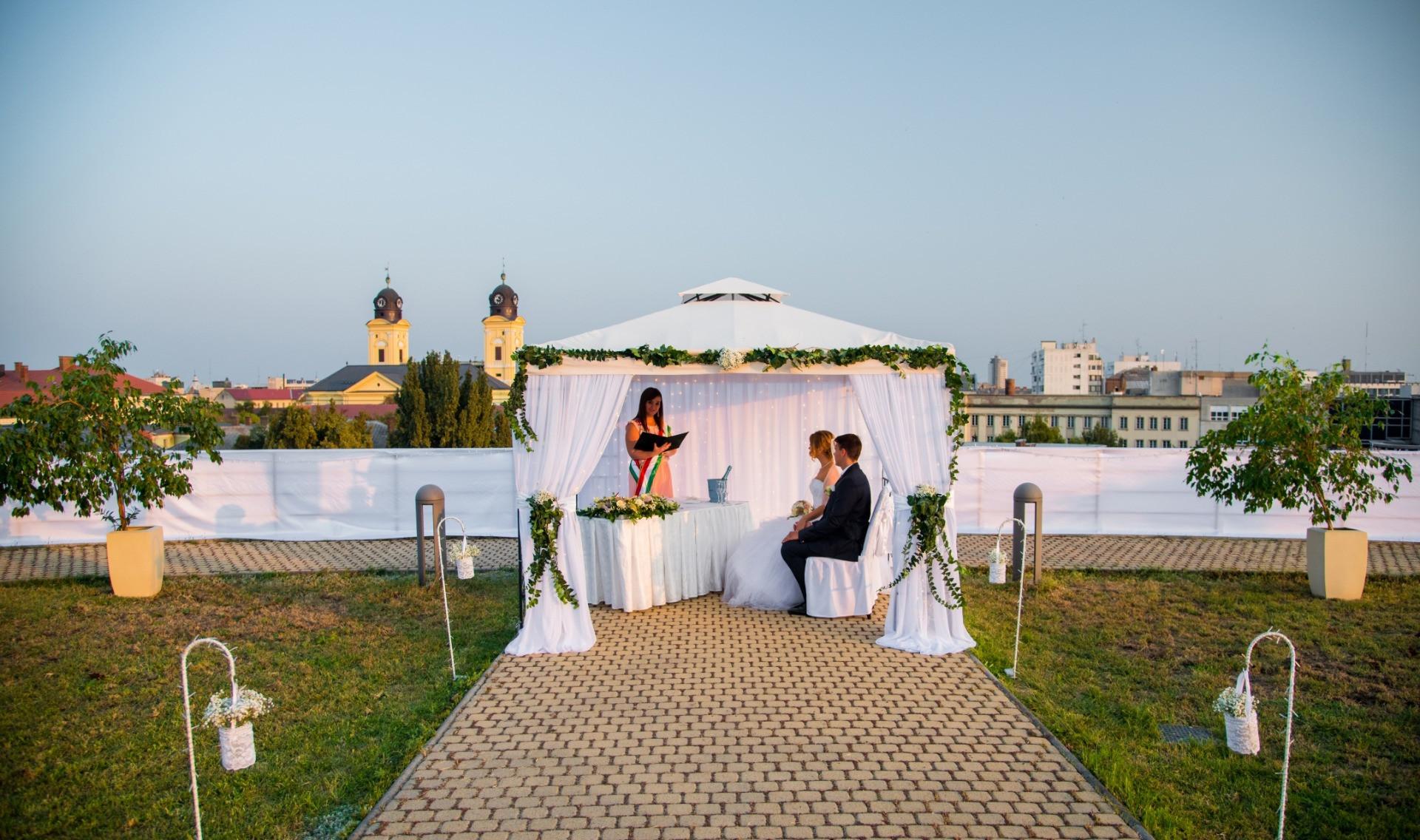 Tetőterasz esküvő
