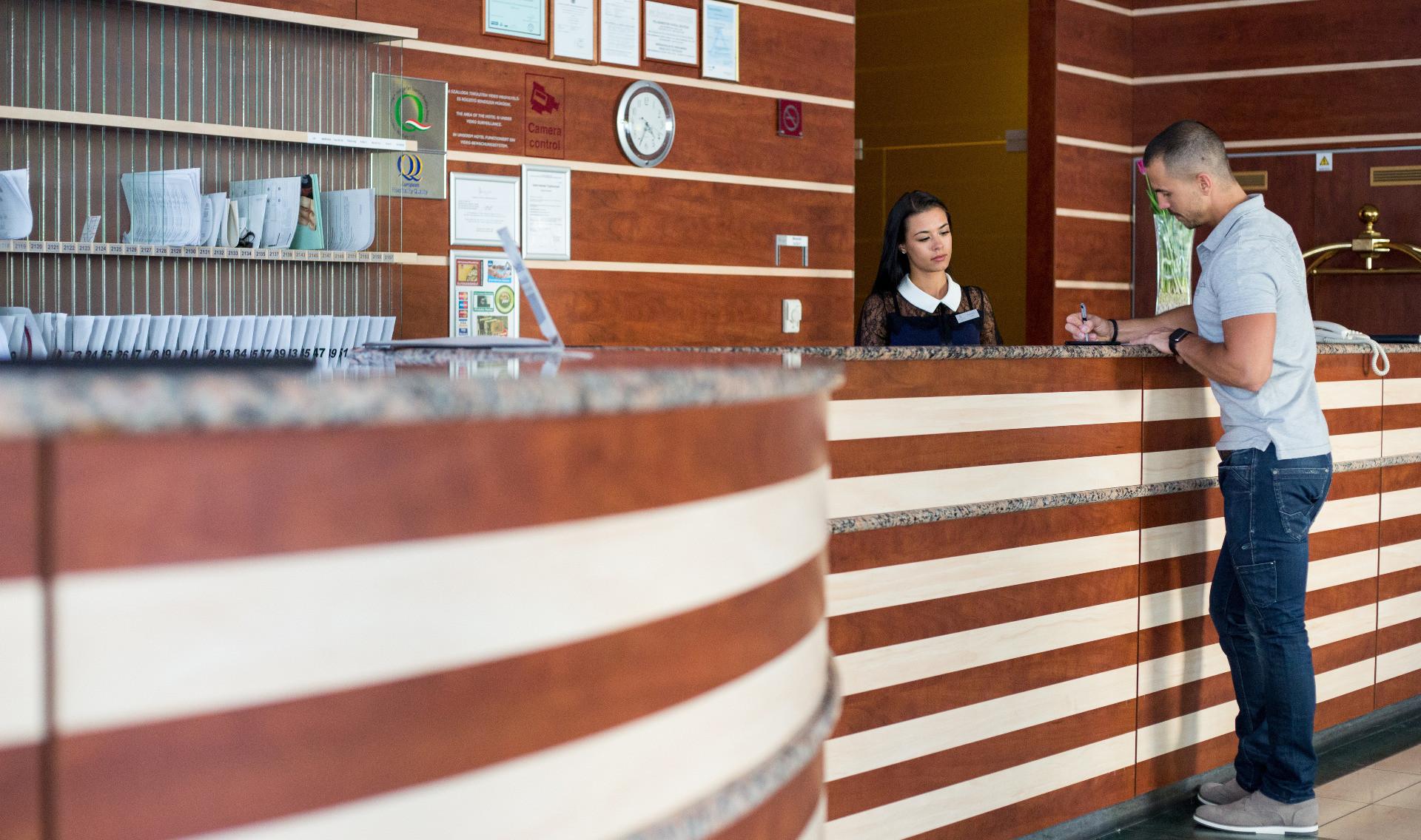 Hotel Lycium Reception Service