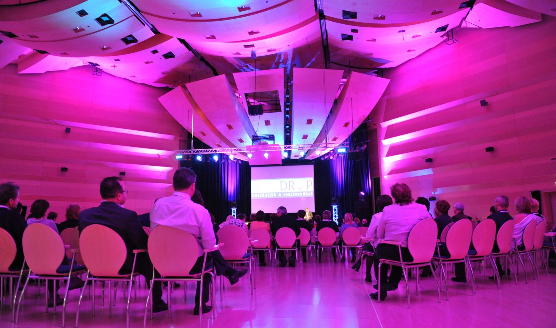 Konferenciák, meetingek