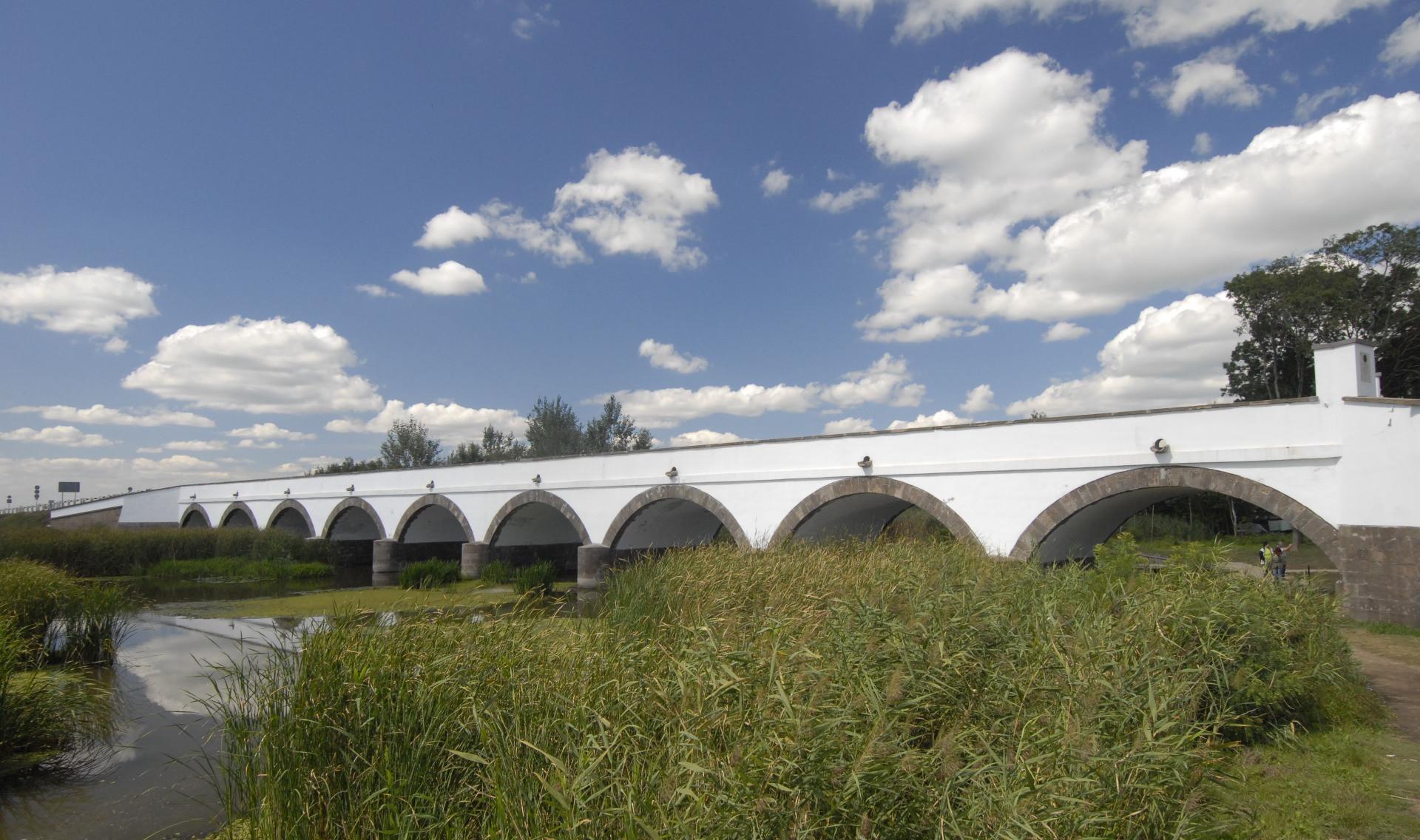 Neun-Bogen-Brücke in Hortobágy